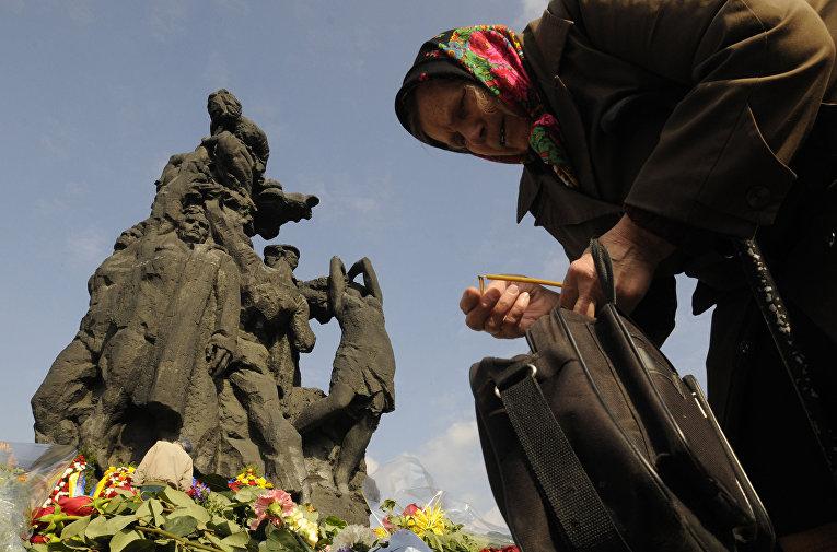 Мемориал, посвященный трагедии в Бабьем Яру в Киеве