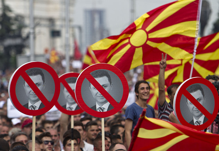 Участники антиправительственных протестов в Скопье
