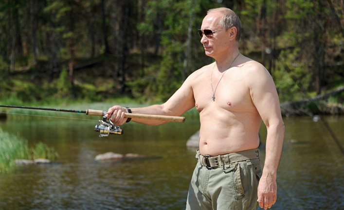 Президент России Владимир Путин во время рыбалки в Республике Тыва