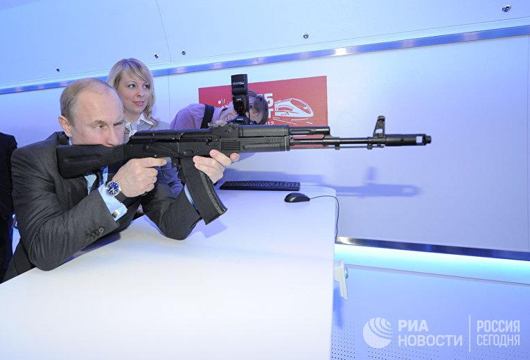 Владимир Путин посещает Центр научно-технического развития ОАО «Российские железные дороги»