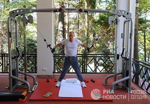 Владимир Путин во время совместной тренировки с  Дмитрием Медведевым в резиденции «Бочаров ручей» в Сочи