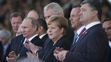 Владимир Путин, Ангела Меркель и Петр Порошенко на празднвоании годовщины высадки в Нормандии