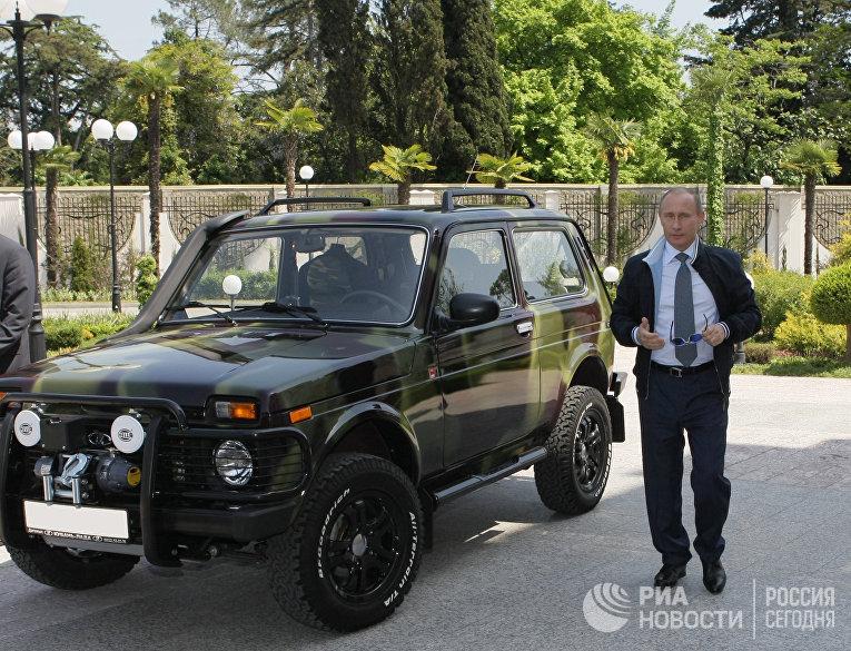 """В.Путин в Сочи показал журналистам свой внедорожник """"Нива"""""""