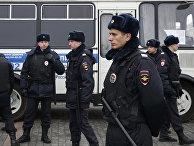 Сотрудники полиции во время несанкционированного антиправительственного митинга в Москве
