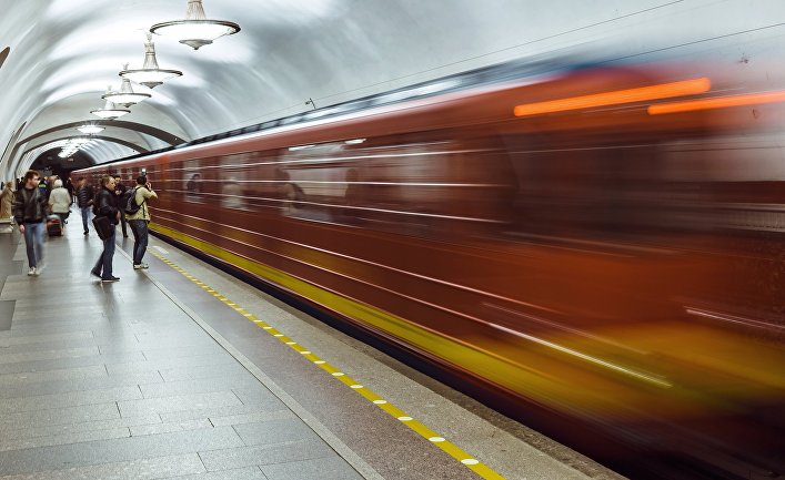 Запуск поезда «Красная стрела» в петербургском метро