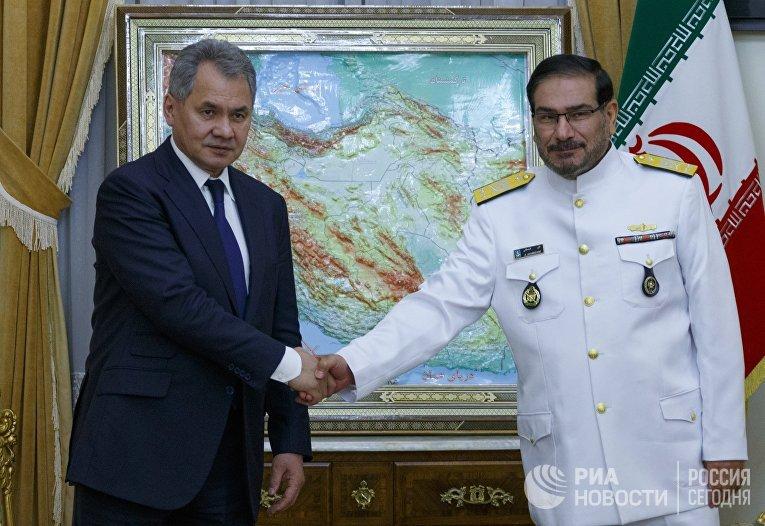 Министр обороны России Сергей Шойгу и секретарь Высшего совета национальной безопасности Ирана Али Шамхани