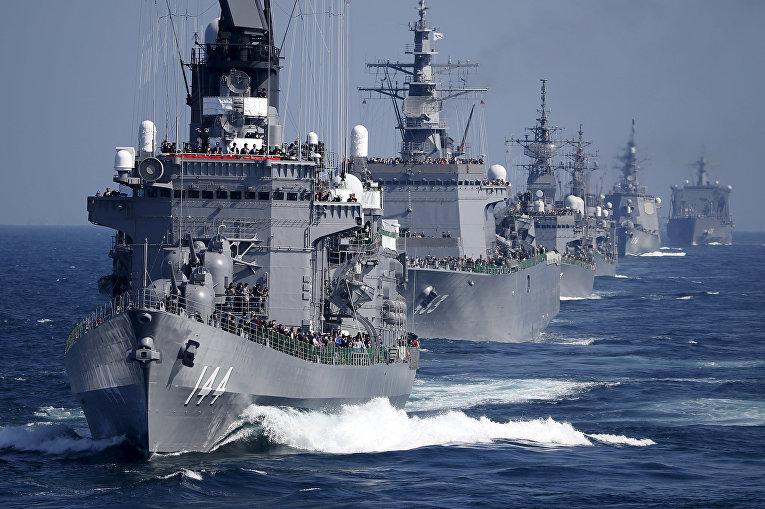 Эсминец ВМС сил самообороны Японии «Курама» во время смотра флота в бухте Сагами