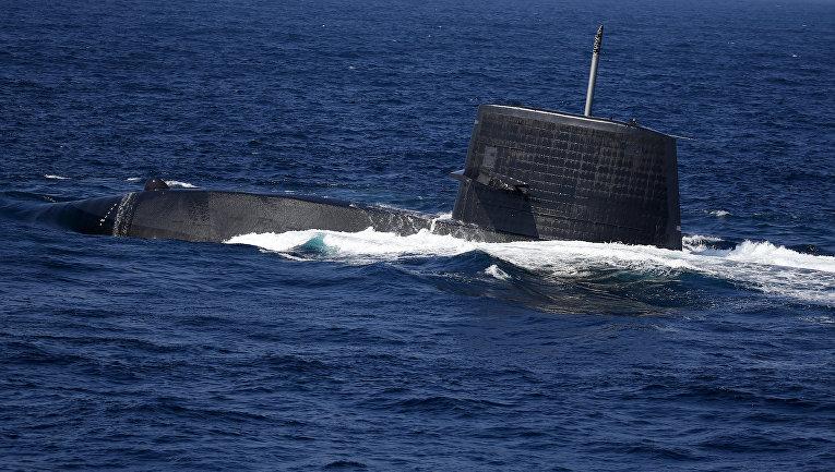 Подводная лодка типа «Удзусио» во время смотра флота в бухте Сагами