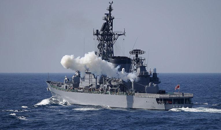 Эсминец «Симакадзэ» ВМС сил самообороны Японии во время смотра флота в бухте Сагами