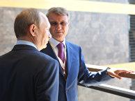 Владимир Путин и глава Сбербанка Герман Греф в строящемся отеле в Ялте