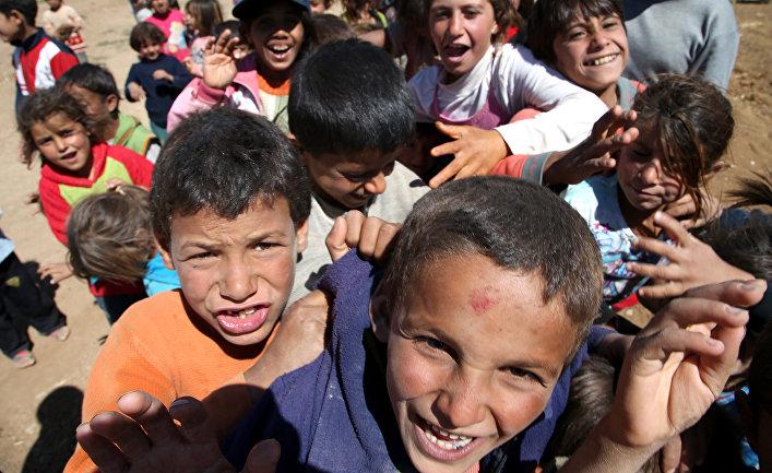 Сирийские беженцы в лагере беженцев в деревне Дейр Аль-Ахмар, Ливан