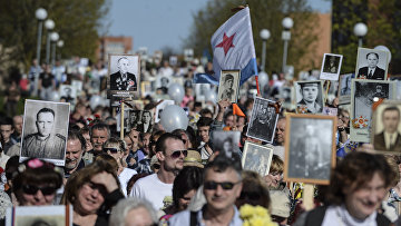 Участники шествия «Бессмертный полк» в Эстонии