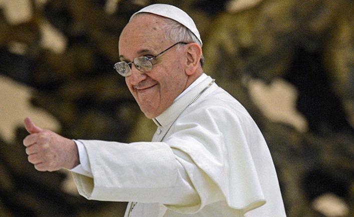 Папа Римский Франциск во время встречи с журналистами в аудиториуме Павла VI в Ватикане