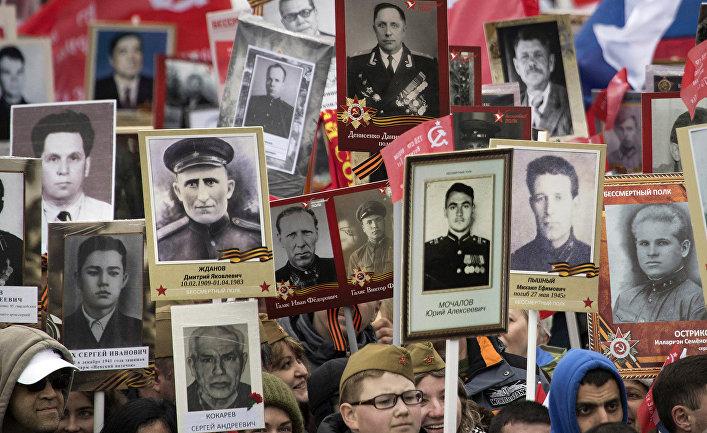 Шествие «Бессмертного полка» по Тверской улице в Москве