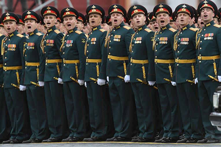 Российские офицеры по Красной площади