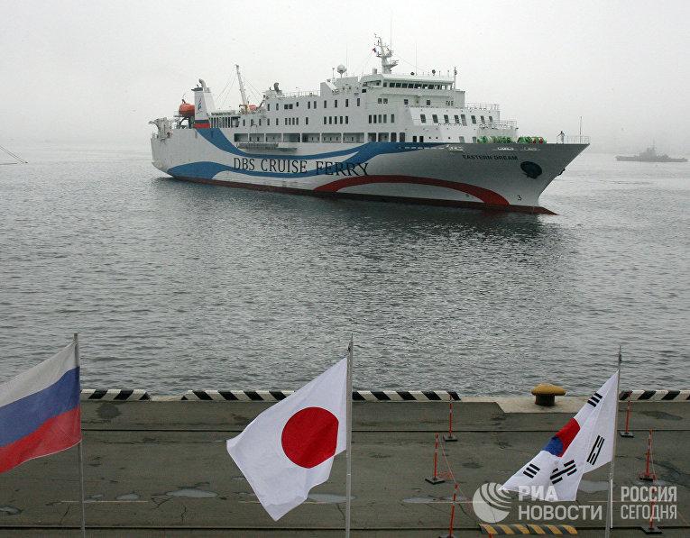 Первый паром новой линии Владивосток-Япония-Корея прибыл в Приморье
