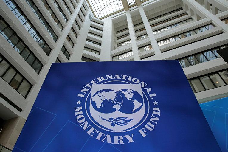 Эмблема Международного валютного фонда в Вашингтоне,