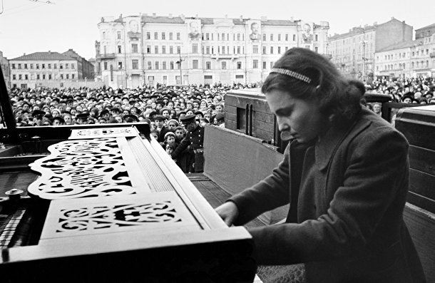 Пианистка Московской консерватории Нина Петровна Емельянова