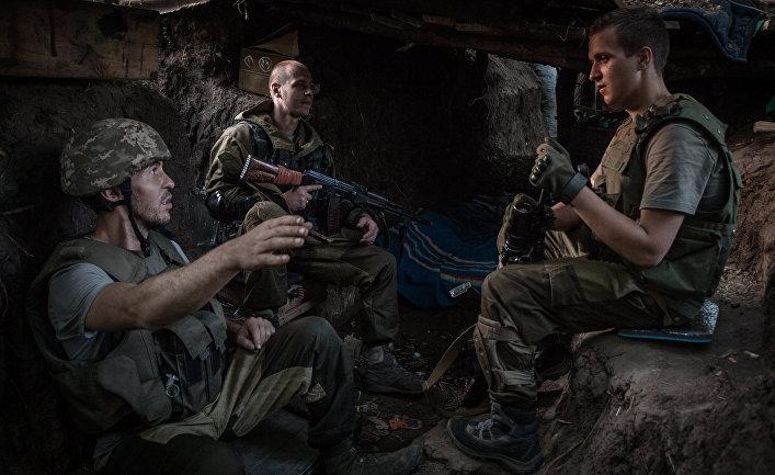 Бойцы ополчения в расположении бригады под поселком Марьинка в Донецкой области