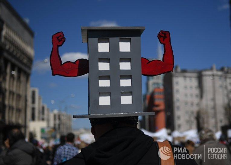 Участник митинга по программе реновации в Москве