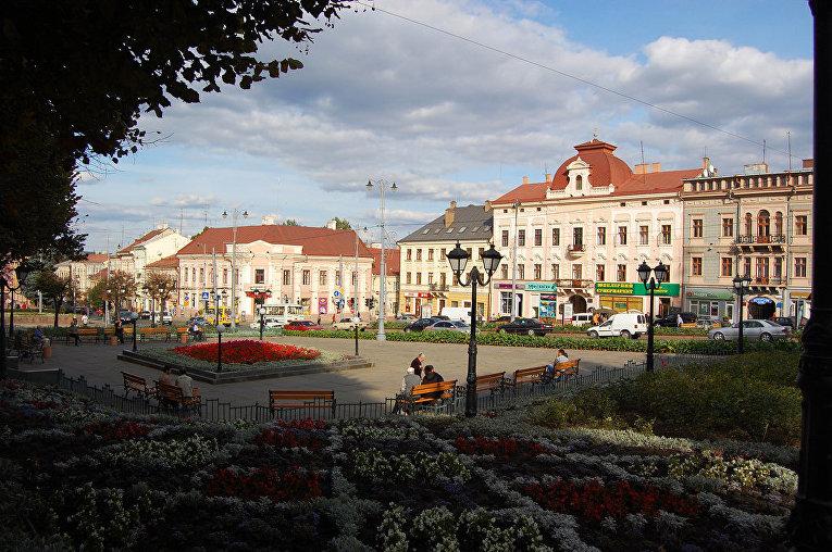 Центральная площадь города Черновцы