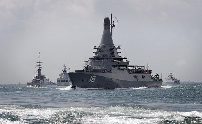ВМС Сингапура провели первый международный военно-морской парад
