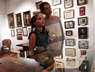 """Посетители на выставке """"Пейзажи Виктора Васнецова"""" в доме-музее В.М. Васнецова"""