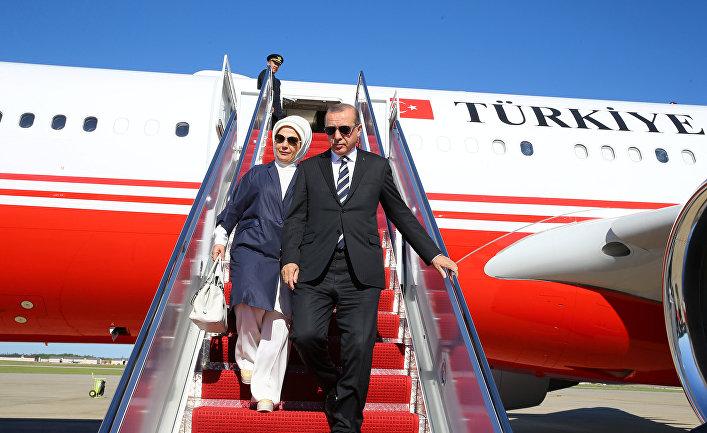 Президент Турции Тайип Эрдоган и его супруга Эмине Эрдоган в Вашингтоне