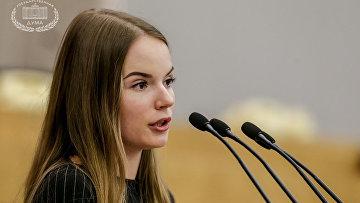 Видеоблогер Саша Спилберг во время выступления в Госдуме