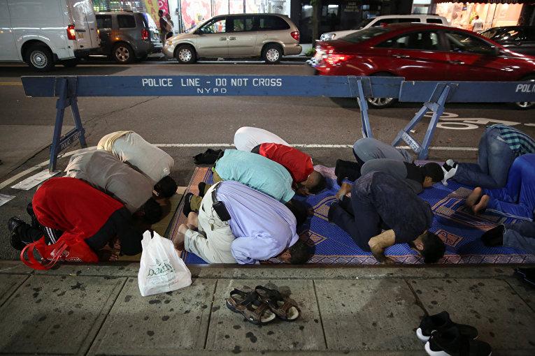 Американские мусульмане совершают таравих в честь начала Рамадана