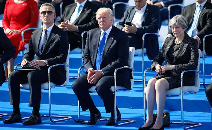 Генсек НАТО Йенс Столтенберг, президент США Дональд Трамп и премьер-министр Великобритании Тереза Мэй на саммите НАТО в Брюсселе