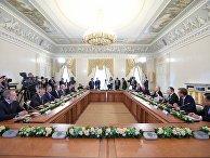 Президент РФ Владимир Путин во время встречи с представителями мировых информационных агентств на полях Санкт-Петербургского международного экономического форума. 1 июня 2017