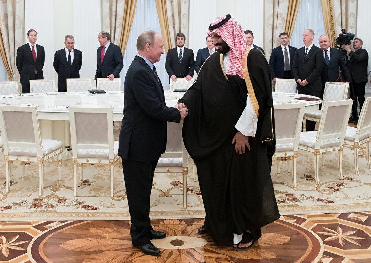 Президент РФ Владимир Путин и заместитель наследного принца, второй заместитель премьер-министра и министр обороны Саудовской Аравии Мухаммад ибн Салман Аль Сауд