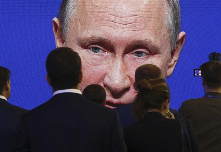 Трансляция выступления президента РФ Владимира Путина на пленарном заседании Петербургского международного экономического форума 2017