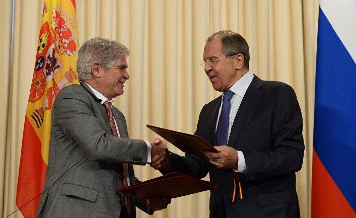 Министр иностранных дел РФ Сергей Лавров и министр иностранных дел Испании Альфонсо Дастис Кеседо