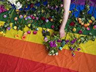 Акция протеста против преследования геев в Чечне возле российского посольства в Лондоне
