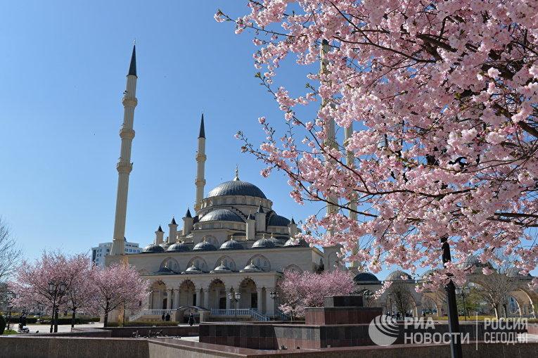 """Мечеть """"Сердце Чечни"""" имени Ахмата Кадырова в Грозном"""