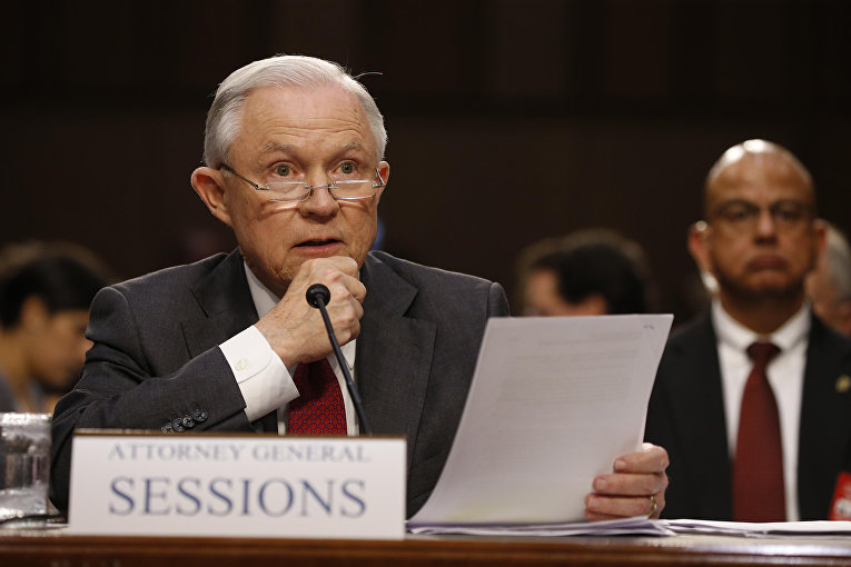 Генеральный прокурор США Джефф во время слушаний на Капитолийском холме в Вашингтоне