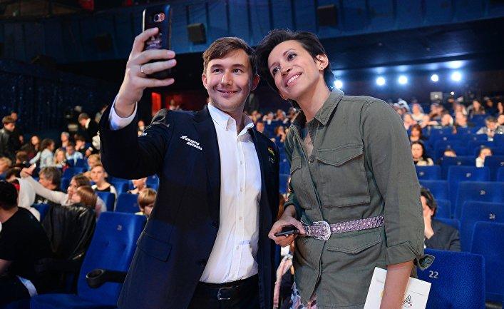 Гроссмейстер Сергей Карякин и актриса Елена Борщёва