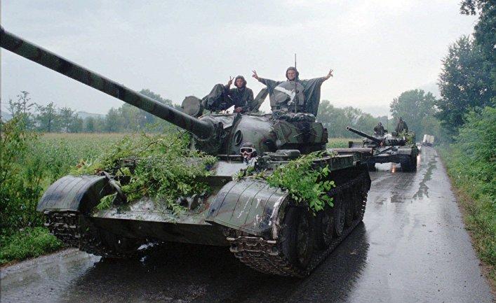 Танки хорватской армии возвращаются в Загреб после операции «Буря»