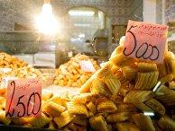 Традиционные сладости в однм из магазинов в Тунисе
