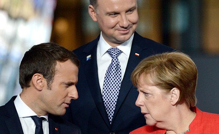 Президент Франции Эммануэль Макрон и федеральный канцлер ФРГ Ангела Меркель