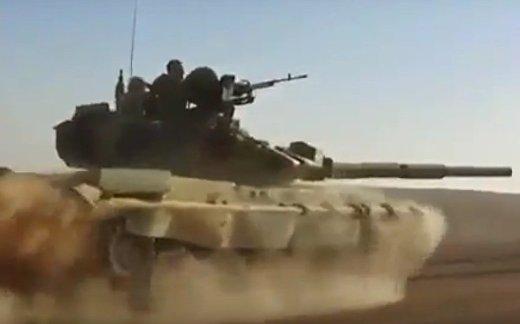 Погоня в пустыне на Т-90