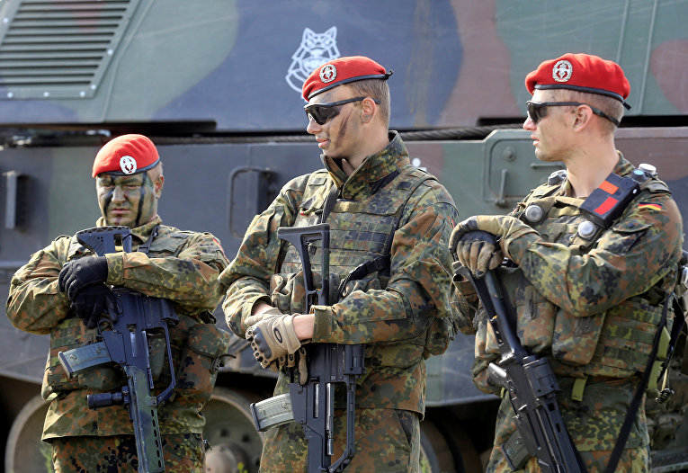 Солдаты немецкой армии во время военных учений в Литве