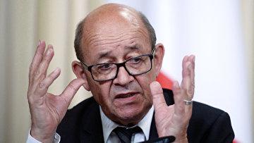 Министр иностранных дел Франции Жан-Ив Ле Дриан на пресс-конференции по итогам переговоров с министром иностранных дел РФ Сергеем Лавровым