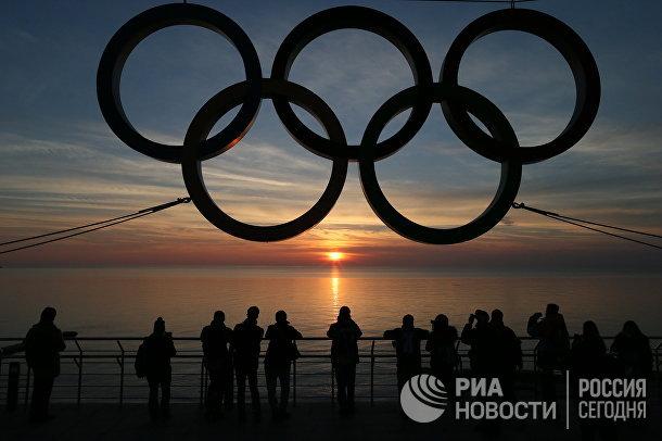 Олимпийские кольца на набережной Адлеровского района Сочи