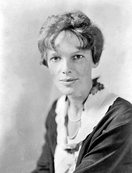 Амелия Мэри Эрхарт, американская писательница и пионер авиации