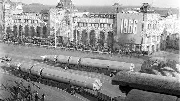 Военный парад на Красной площади 7 ноября 1966 года