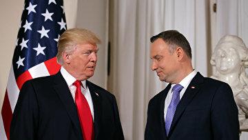 Президент США Дональд Трамп и президент Польши Анджей Дуда во время встречи в Варшаве