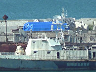 Оборудование под тентами в порту Феодосии